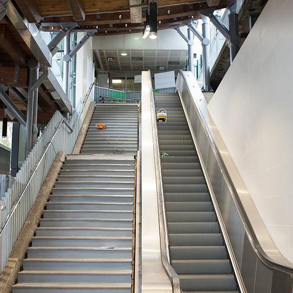 escaliers mécaniques compacts